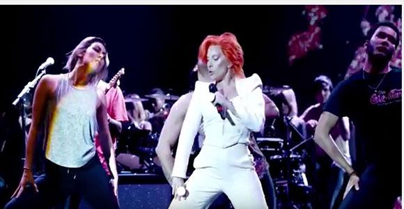 Tributo de Lady Gaga a David Bowie na festa do Grammy reuniu impressão 3D e tecnologia de vestir da Intel