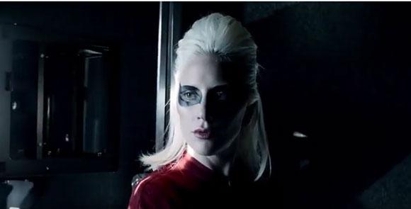 Lady Gaga com caracterização de David Bowie para tributo na festa do Grammy