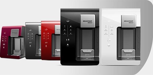 Os dois novos modelos à frente (preto e branco) se somam aos modelos coloridos lançados em 2014