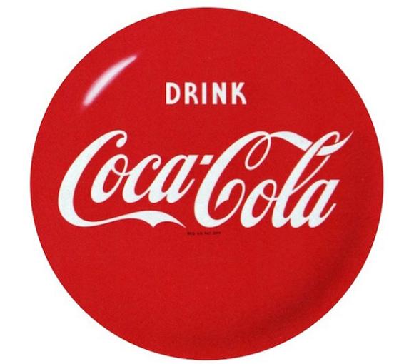 Disco vermelho da marca Coca-Cola apareceu pela primeira vez em 1930 e era pintado à mão