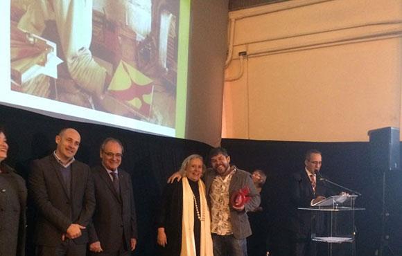 Ao centro Joice Joppert, idealizadora do Prêmio Objeto:Brasil ao lado do premiado Júnior Ramos, da Quadrante
