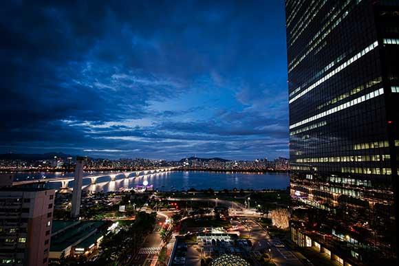 Seul liminou edificações desnecessárias, criando percursos pelo interior das quadras