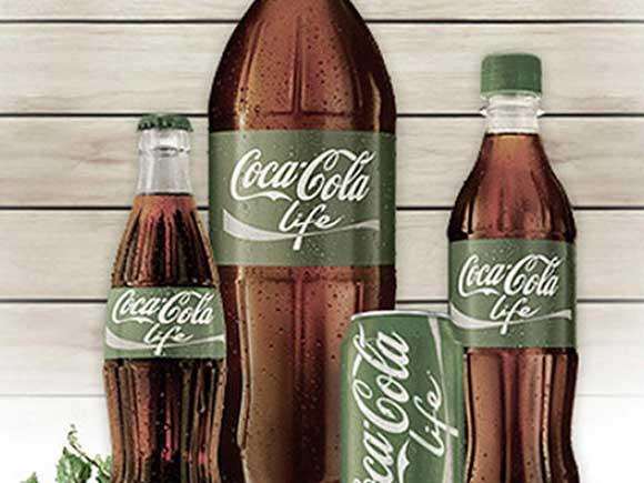 nicialmente, a Coca-Cola com Stevia estará disponível nas embalagens PET de 1,5 litro, PET de 1 litro e lata de 350 ml