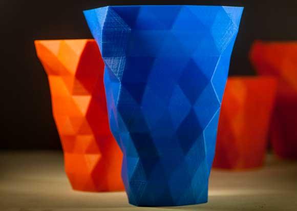 Participantes do curso de iniciação em impressão 3D poderão aprender a criar objetos como esses copos