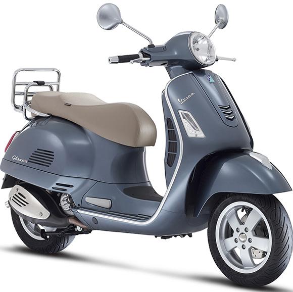 Vespa GTS 300 como o próprio nome indica, possui 300 cilindradas, e chega com preço de R$ 32.930,00