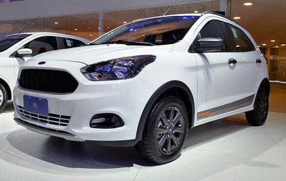 """Ford KA Trail vem com um kit que inclui rodas de liga leve de 15"""", moldura de teto, capas dos retrovisores e molduras dos faróis"""