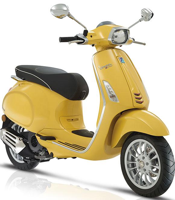 A Vespa Sprint chega com 150 cilindradas e custo de R$ 26.930,00. Assim como a Primavera, se destaca pelo motor i-Get monocilíndrico