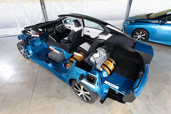 No estande da Toyota o Mirai foi cortado ao meio para que o público entenda melhor o funcionamento da célula de combustível